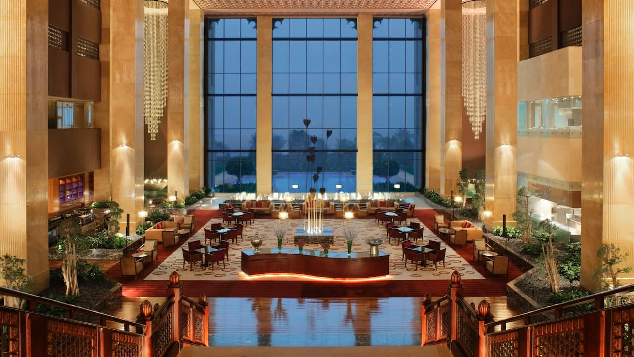 Cafe in 5 Star Hotel | Grand Hyatt Doha Hotel & Villas