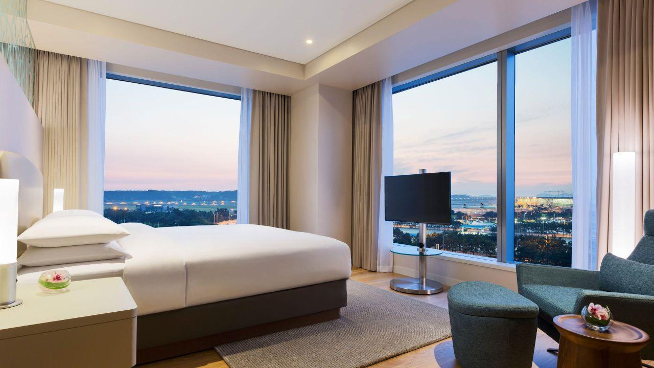 Grand Deluxe Suite King Bedroom