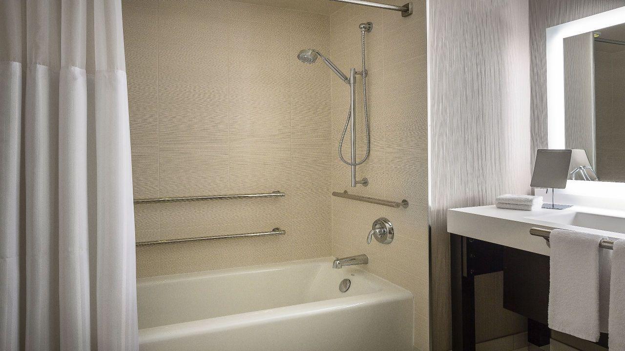 Manchester Grand Hyatt San Diego Accessible Bathtub