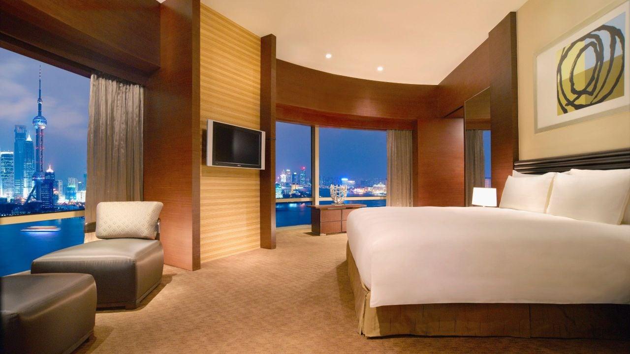 Suite Bedroom Night