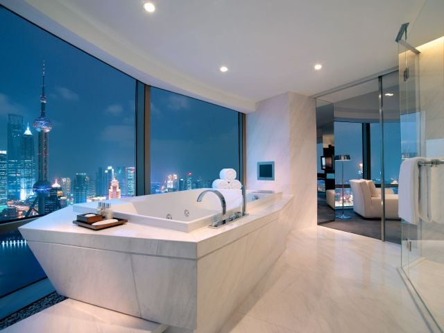 Presidential suite bathtub with view