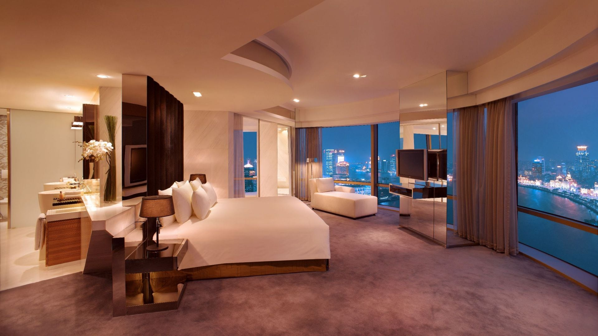 Shang Presidential suite with view