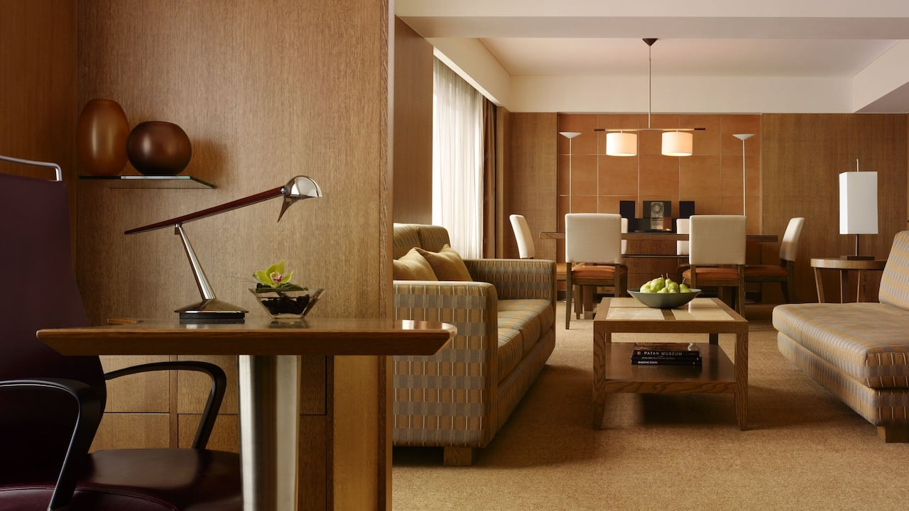 Grand Corporate Suite with a Living Room and Dining Area at Grand Hyatt Singapore