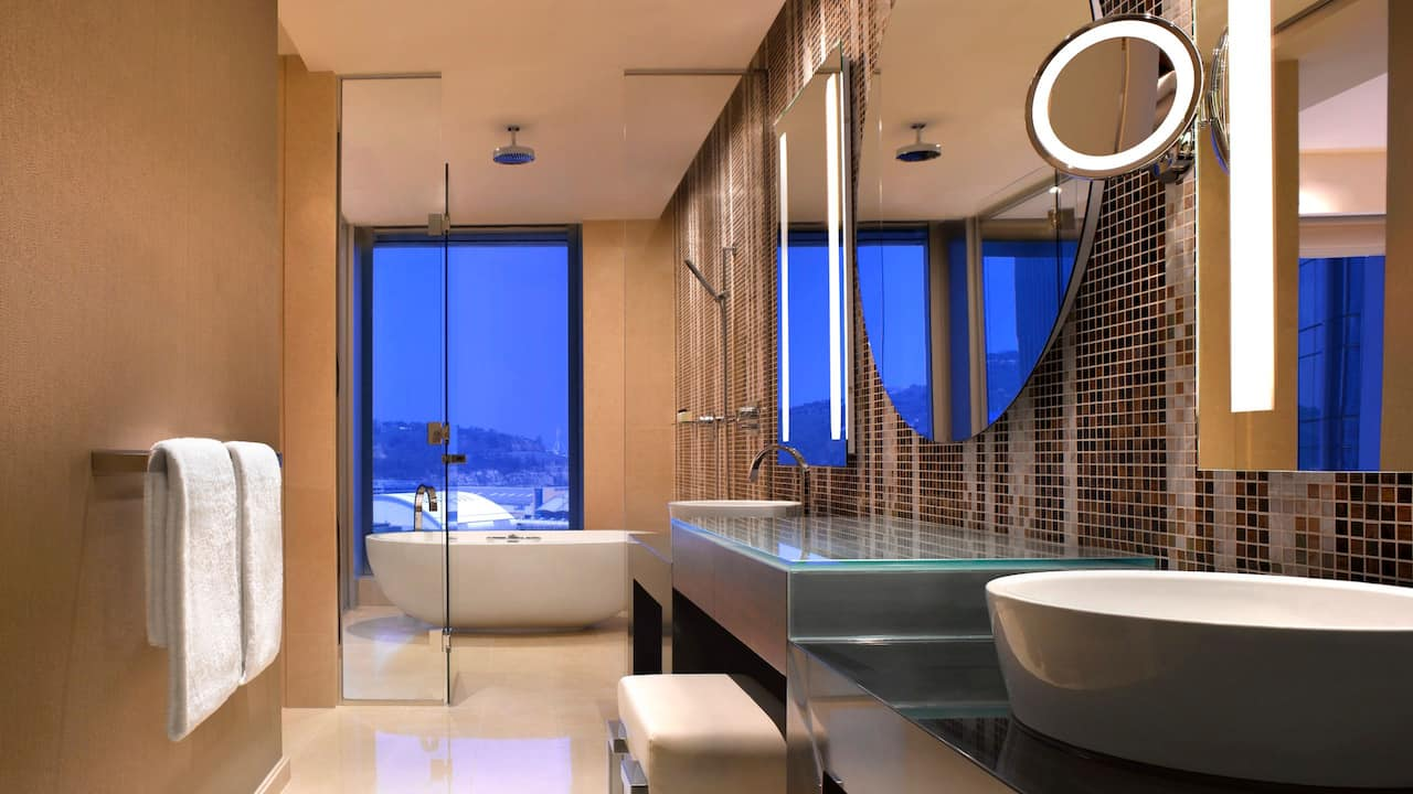 Grand Hyatt Macao Grand Deluxe Suite Bathroom
