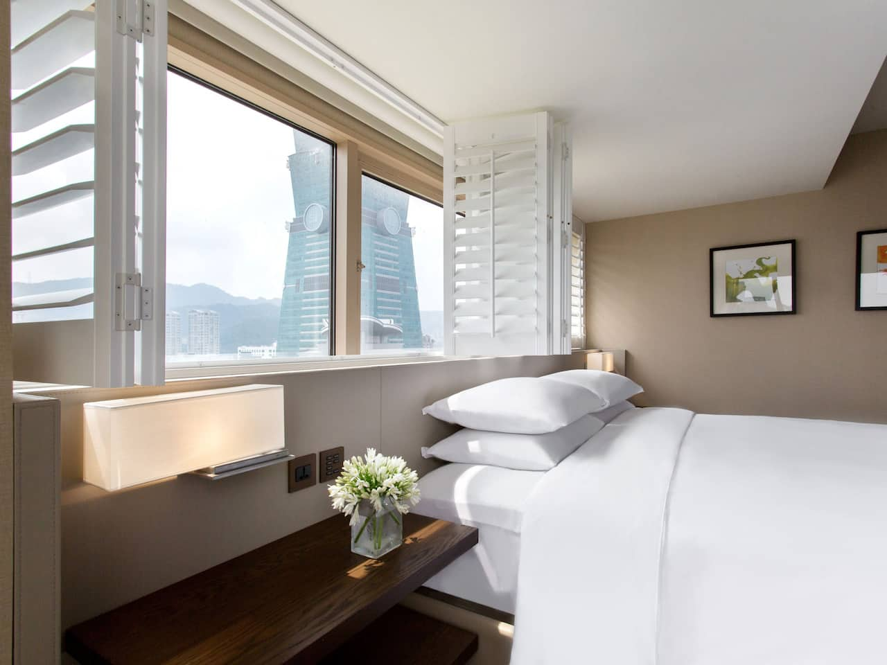 Executive Suite Bedroom with Taipei-101 view