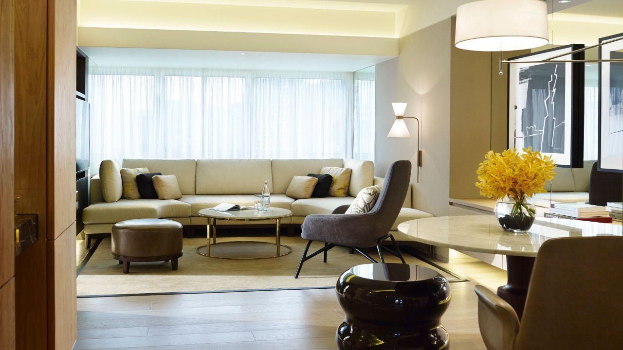 Executive Suite 2034 Livingroom