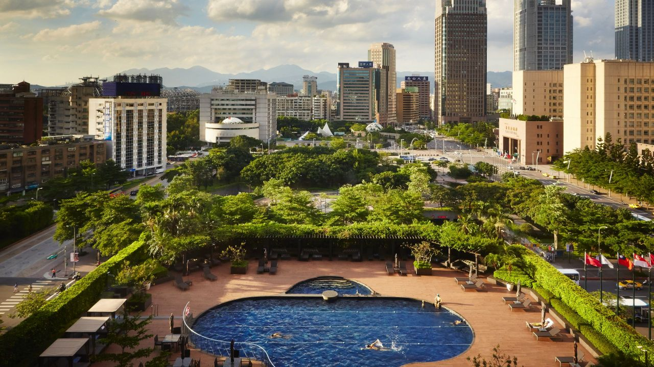 Grand Hyatt Taipei Outdoor pool