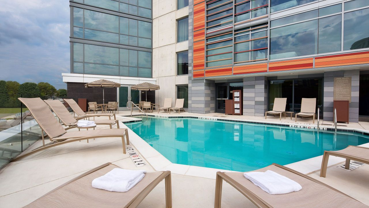 Outdoor Pool Hyatt Place Washington DC/US Capitol