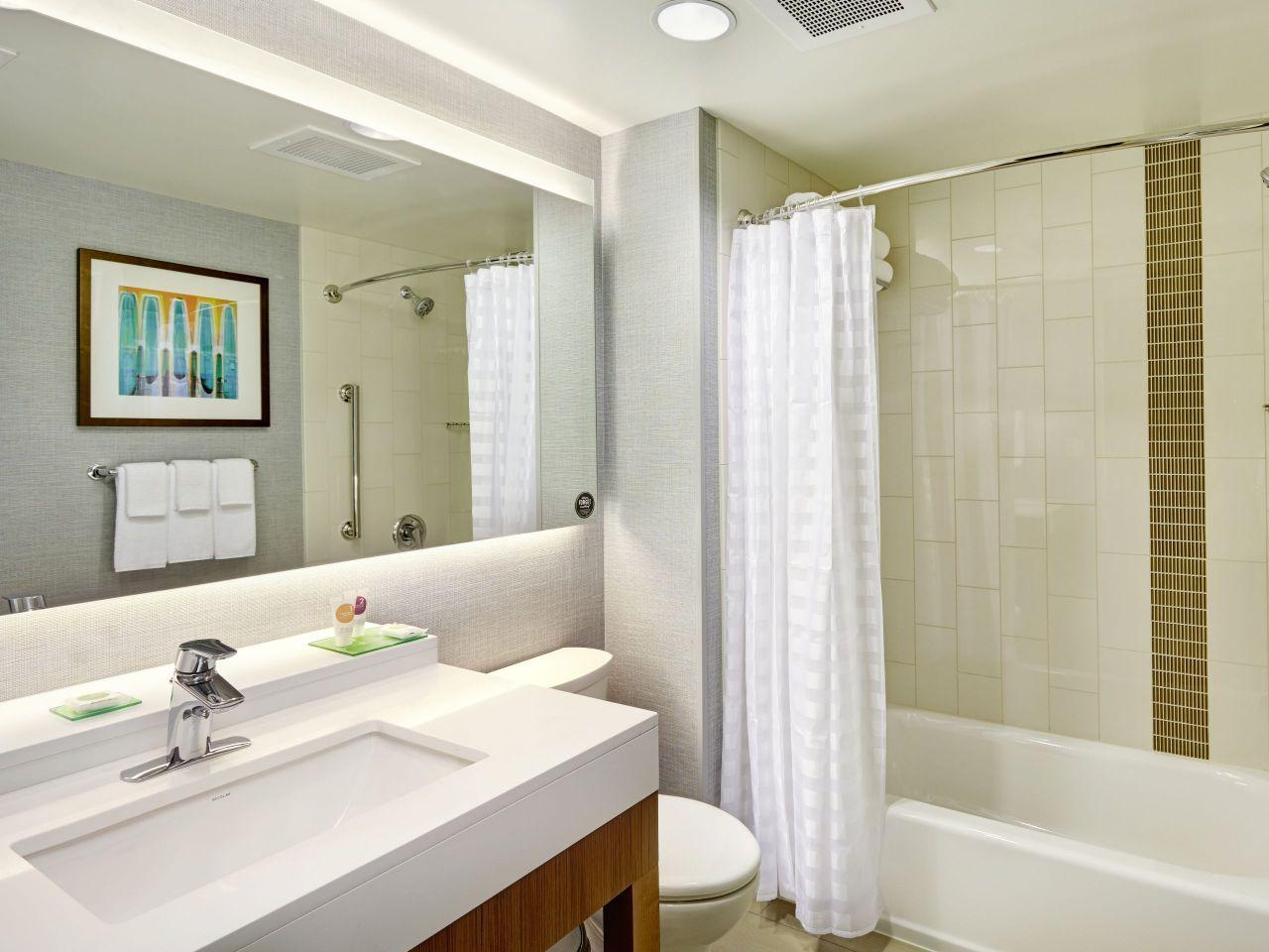 Hyatt Place Bloomington Queen Bathroom