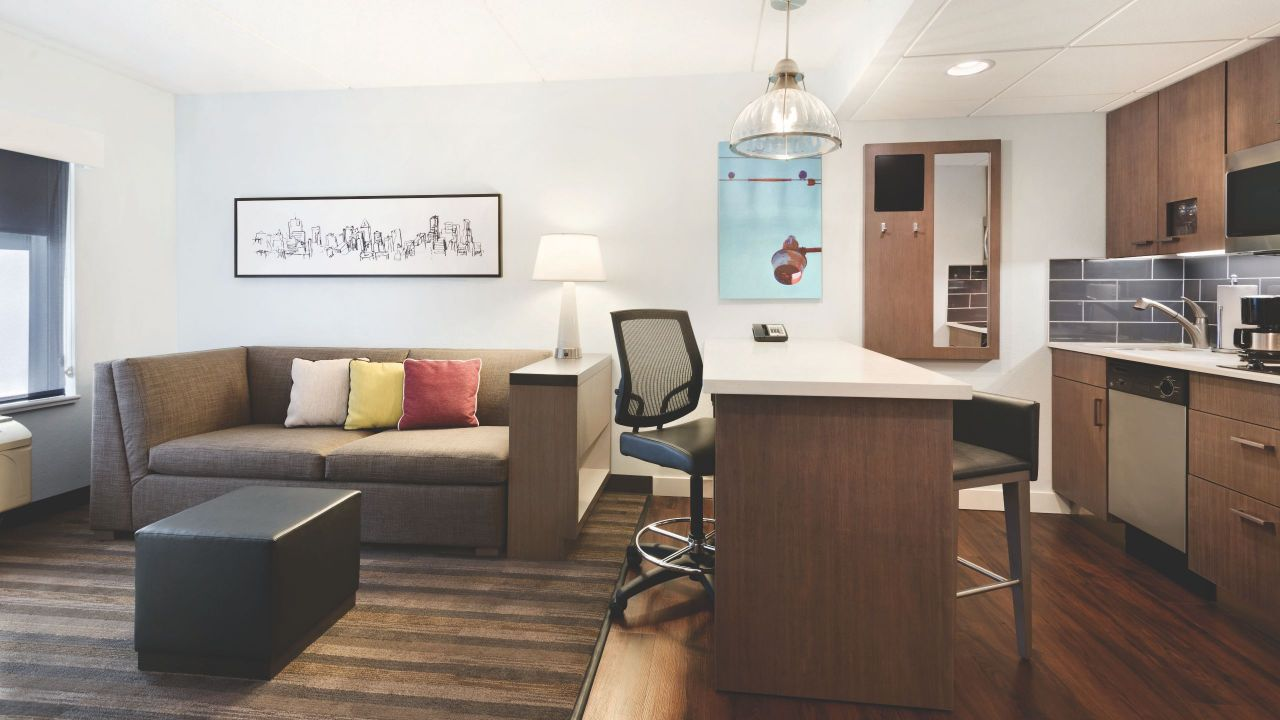 high floor king suite parlor