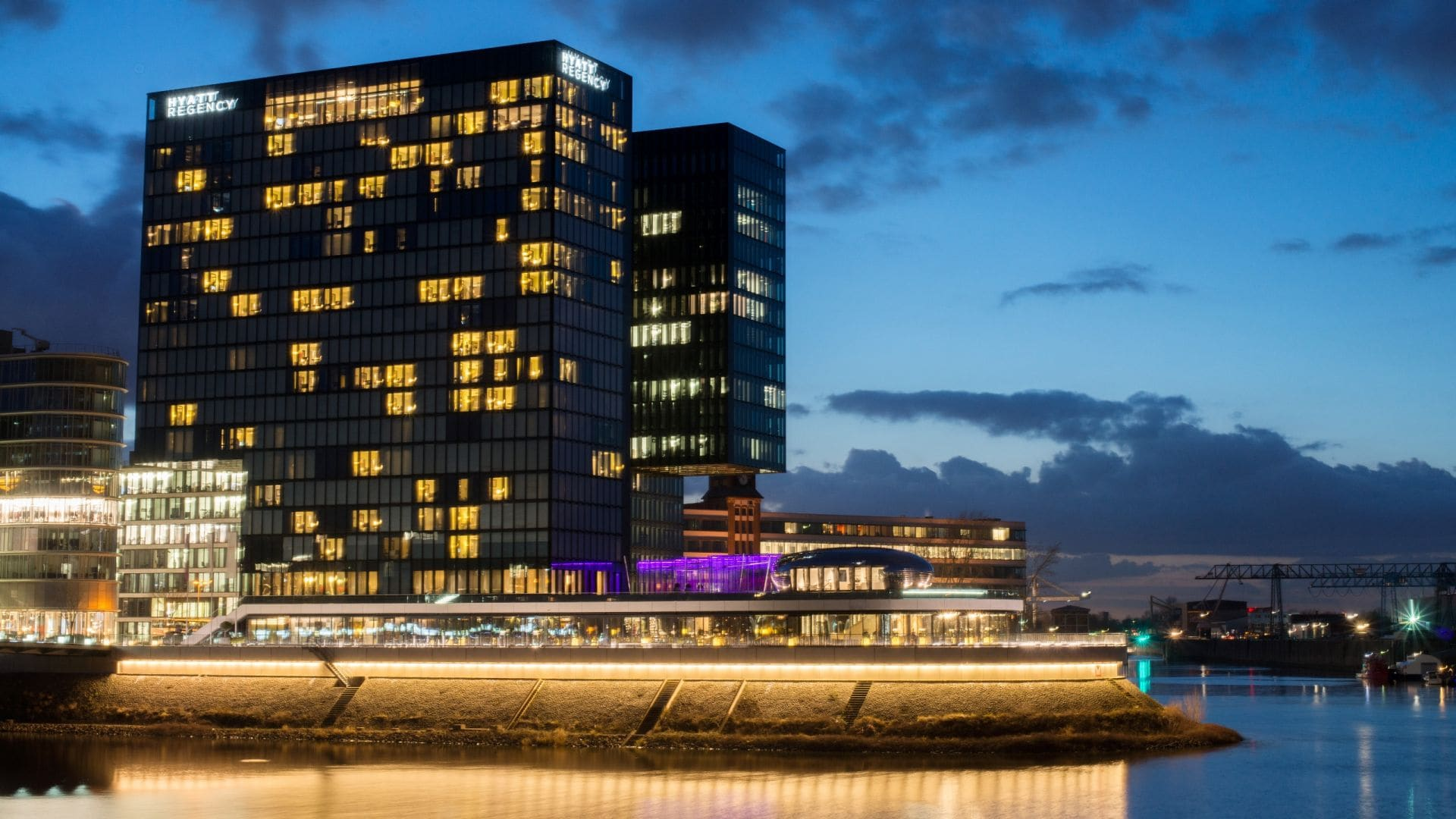 Hyatt Regency Dusseldorf exterior