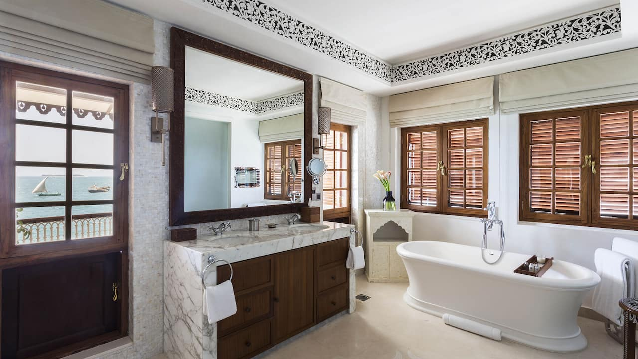Park Hyatt Bahari Terrace Bathroom
