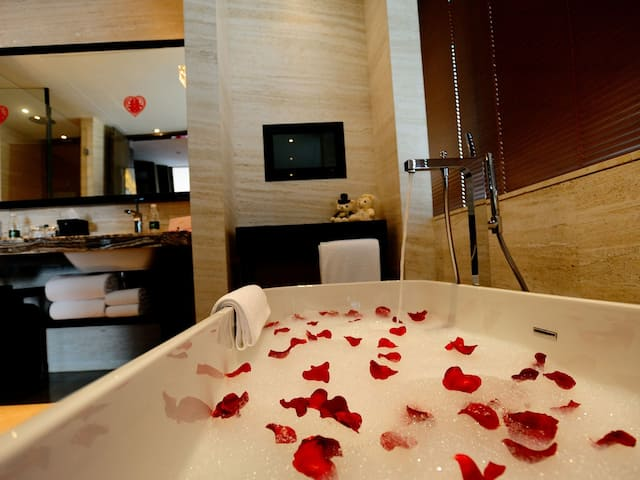 Wedding spa tub