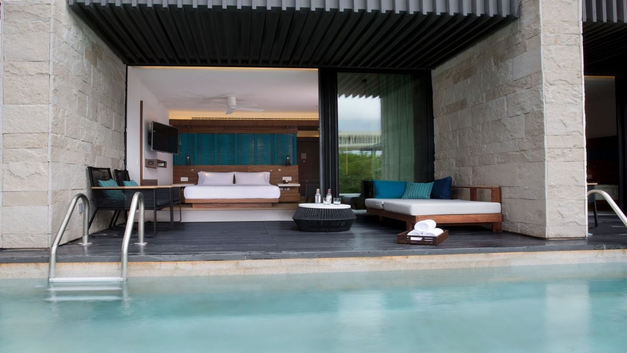 Swim-Up Room