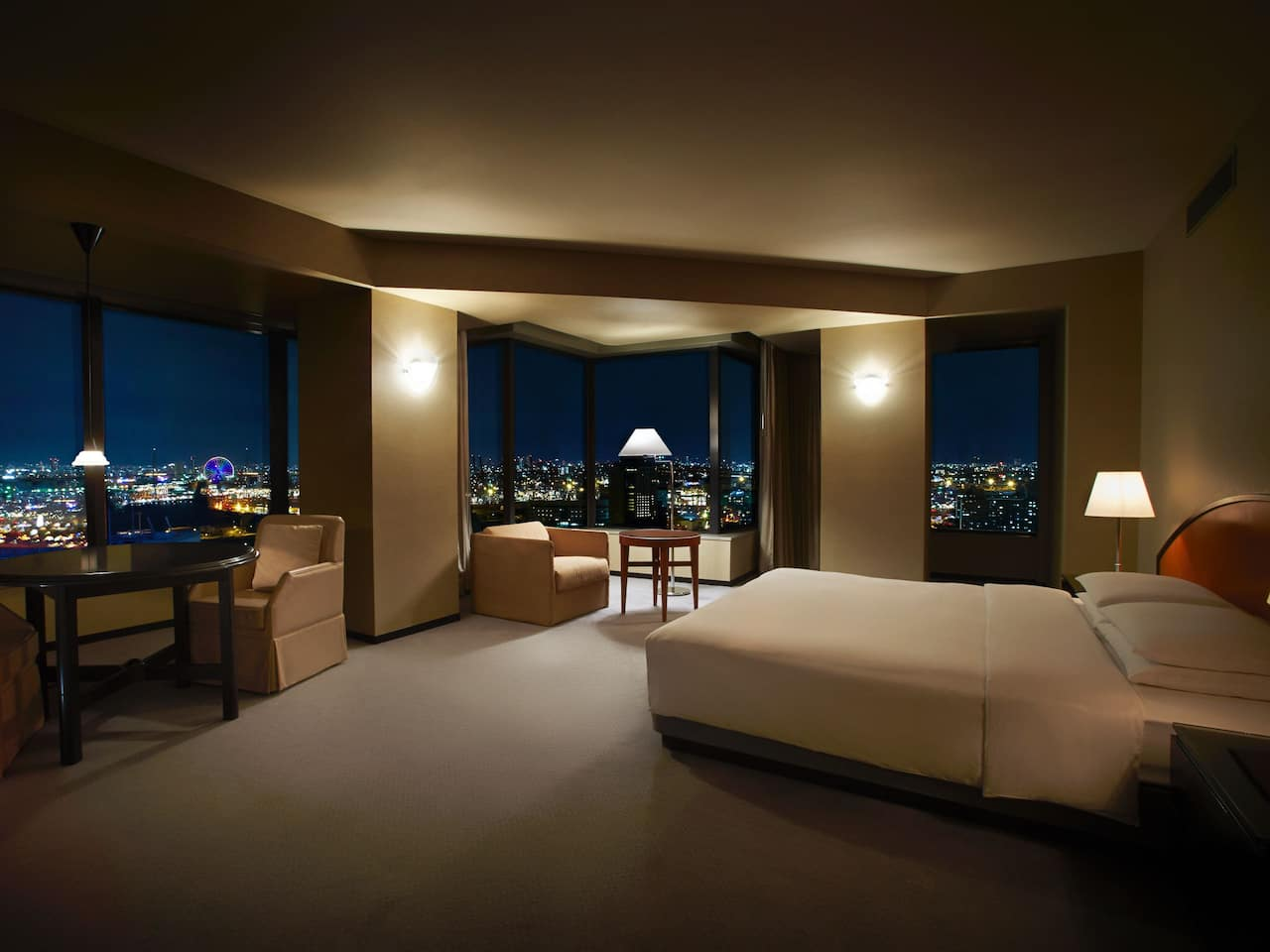 Regency Club Deluxe Twin night view - Hyatt Regency Osaka