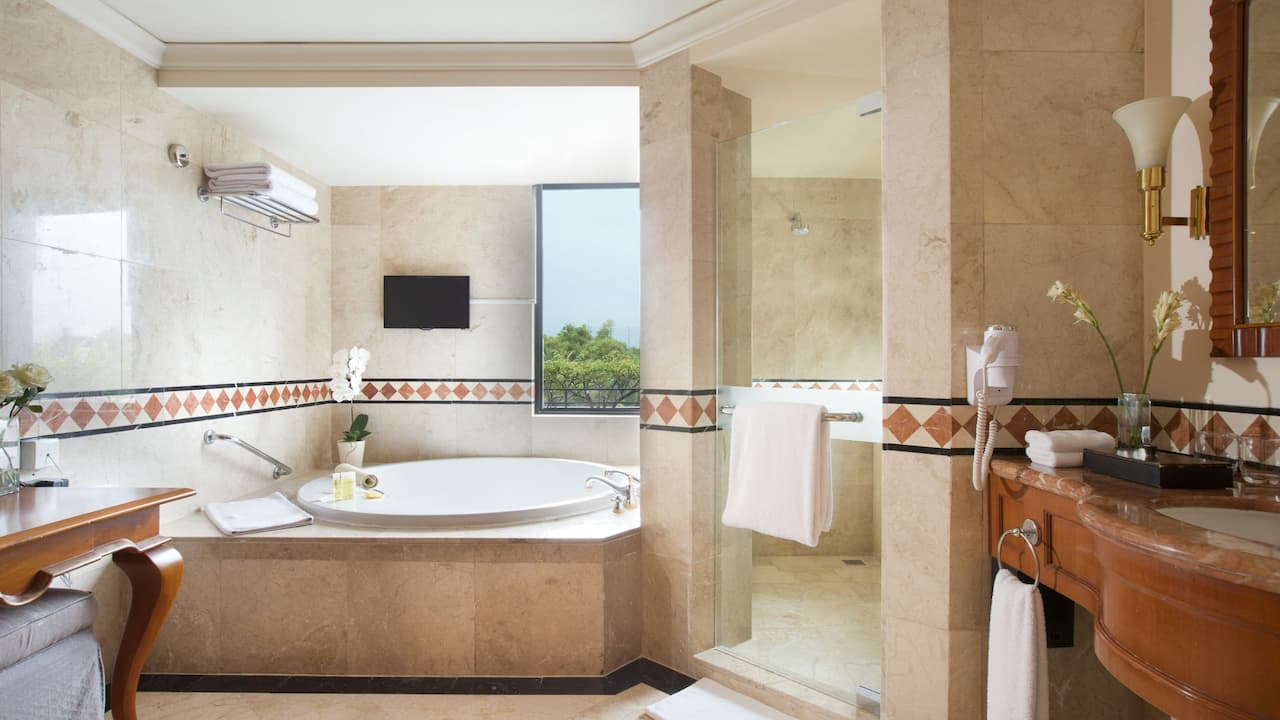 Regency Executive Suite Bathroom Hyatt Regency Yogyakarta