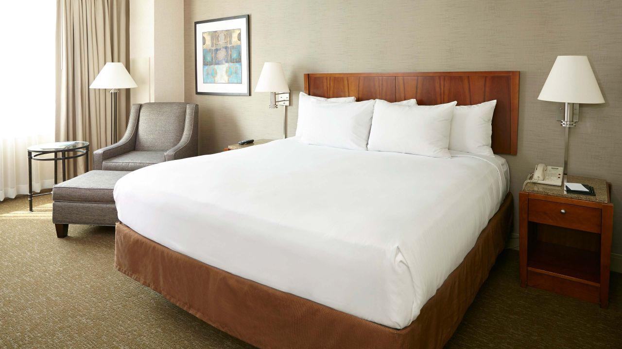 Hyatt Rosemont Bed