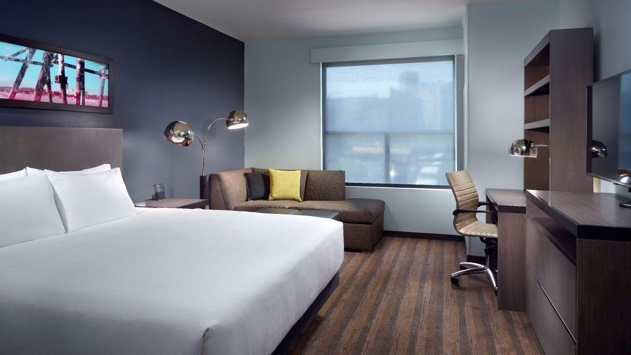 Hyatt House Atlanta Downtown King bed