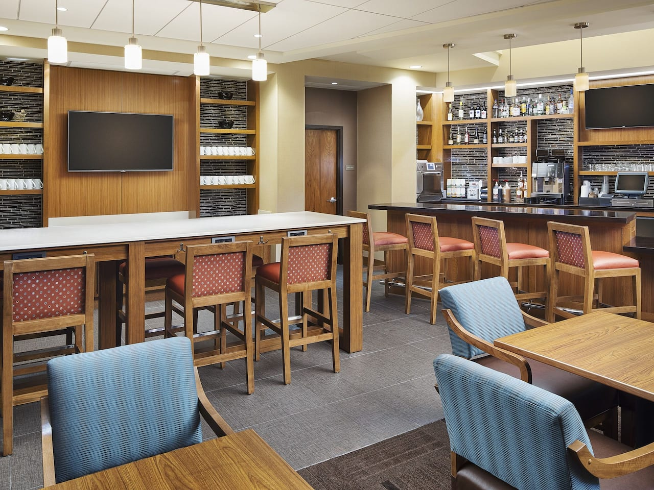 9 Dots Bar & Bites | Hyatt Place Chicago Midway/Airport