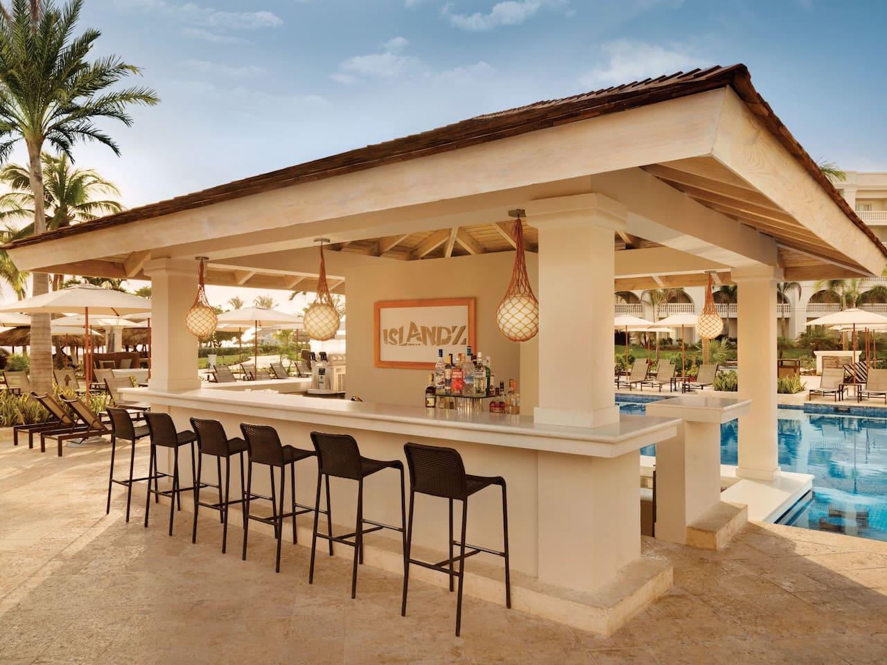 Islandz pool bar