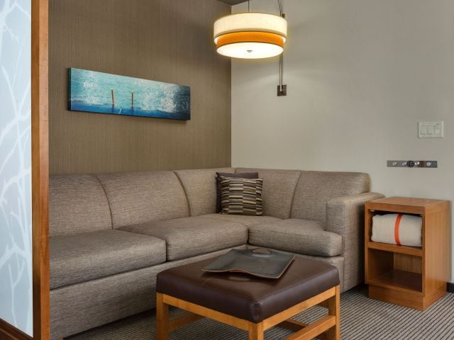 Chicago Loop Hotel | Hyatt Place Chicago/Downtown-The Loop on cute home office designs, best home office designs, rustic home office designs,