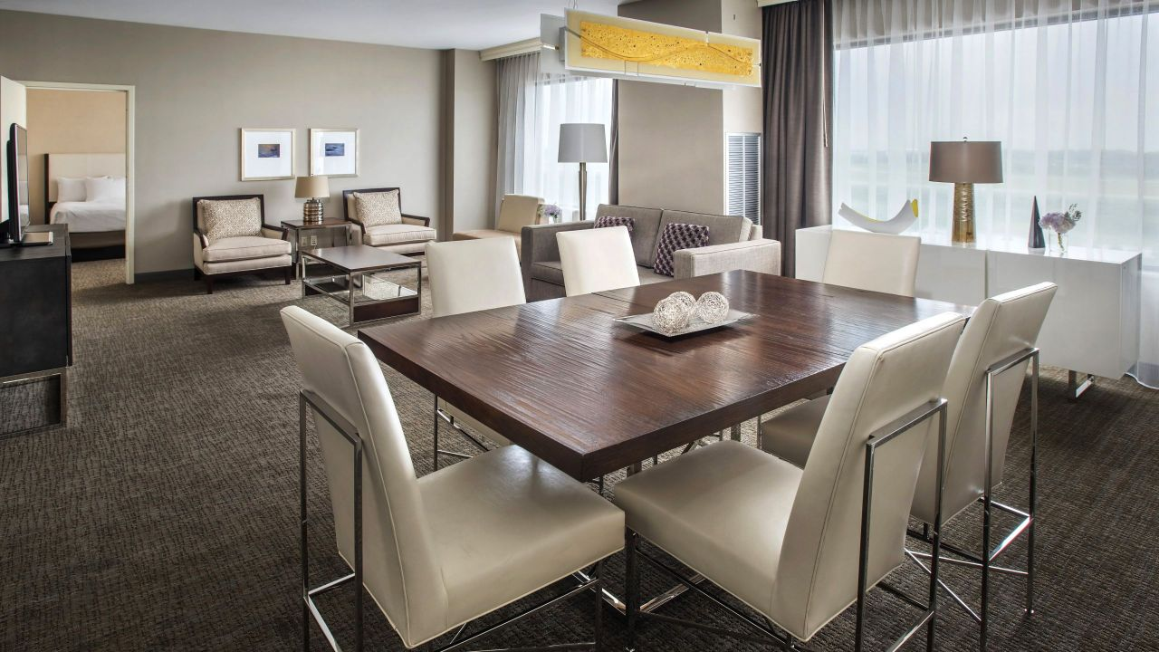 Hyatt Regency Pittsburgh International Airport Suite Lounge