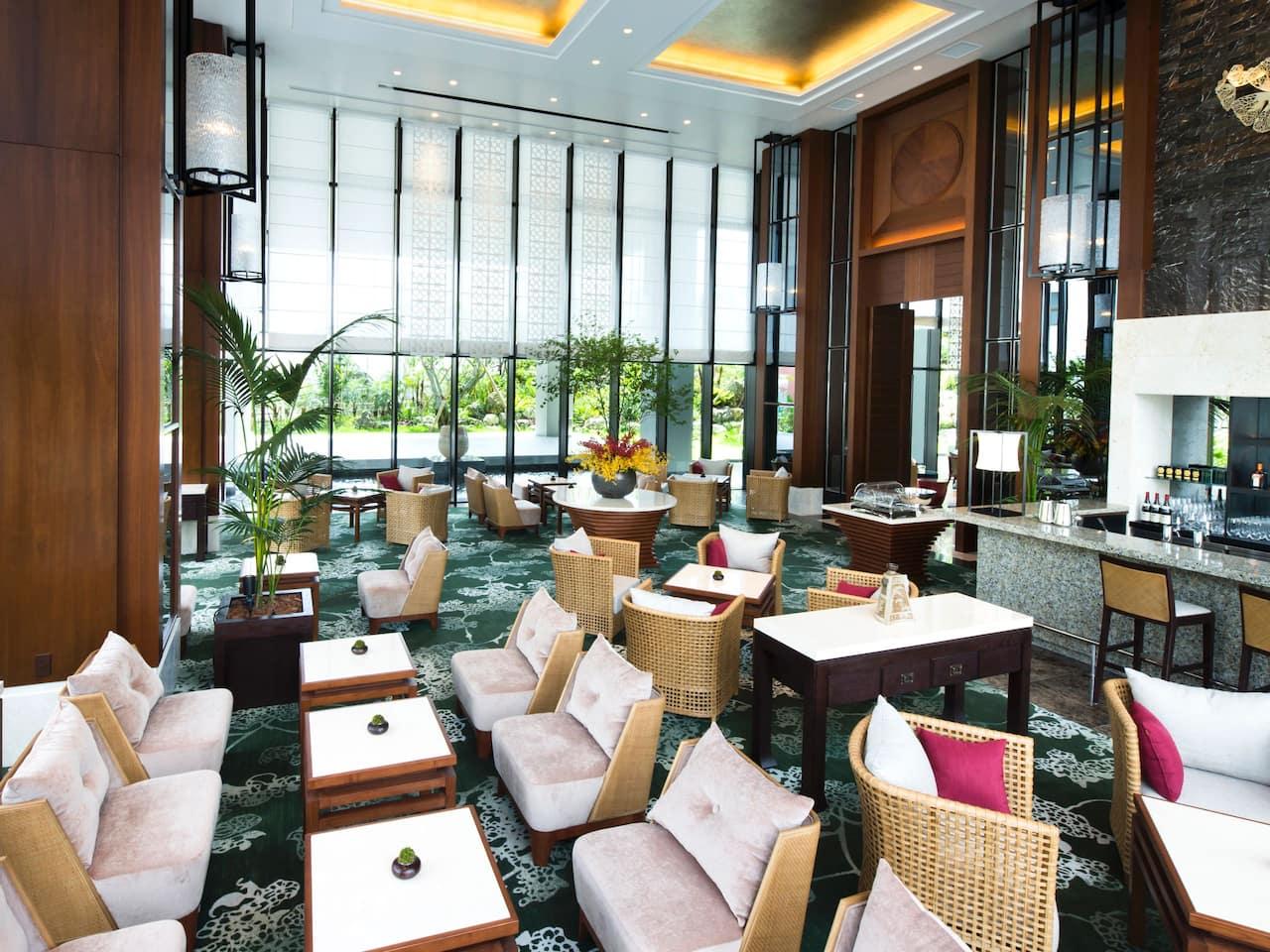 the lounge (ザ・ラウンジ)