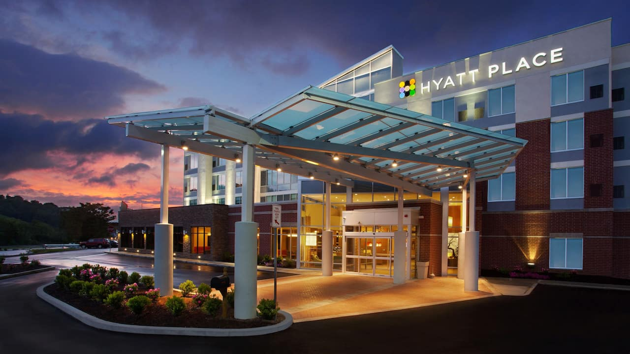 Hyatt Place Pittsburgh Meadows Racetrack and Casino Exterior Night