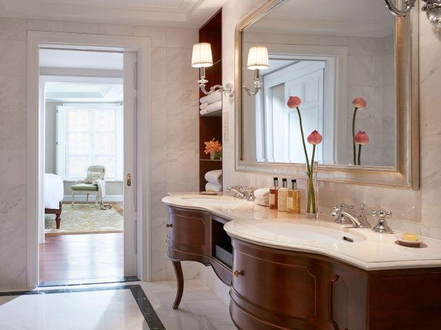 Lom Son Suite Bathroom