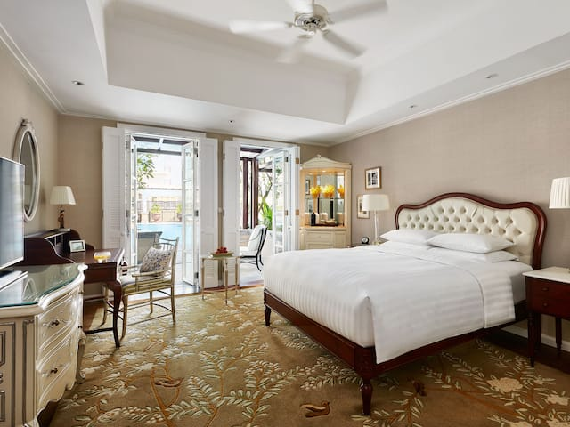 Deluxe king room, luxury hotel rooms Park Hyatt hotel Ho Chi Minh, Vietnam
