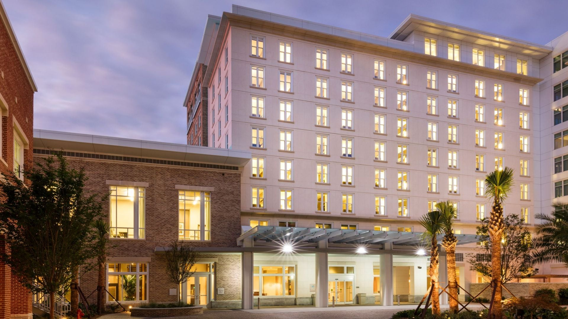 Hyatt House Charleston / Historic District Exterior