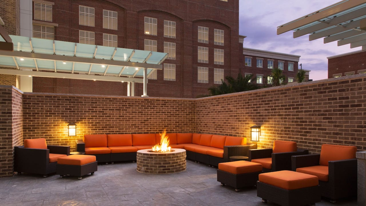 Hyatt House Charleston/Historic District Fire pit