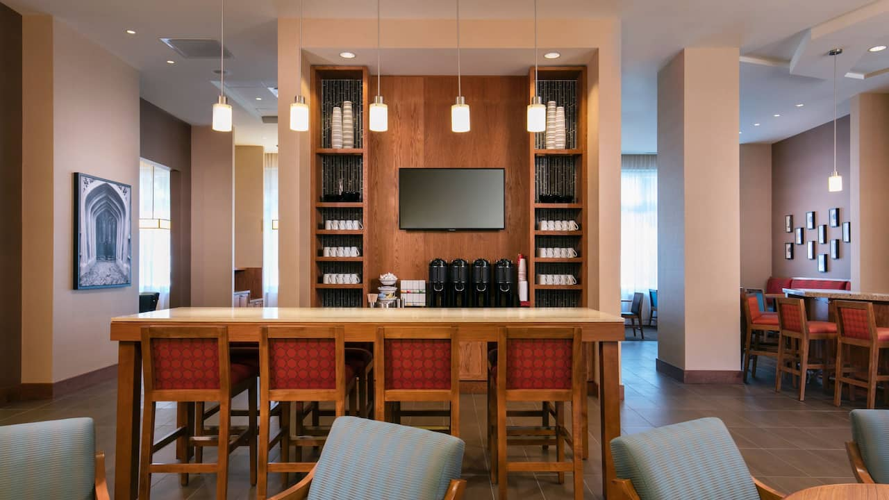 Hyatt Place Charleston/Historic District Lobby Bar and Seating