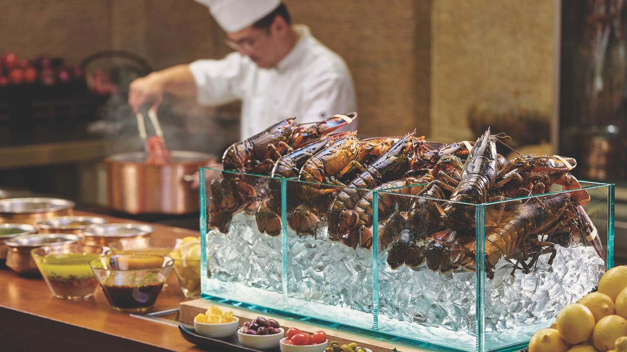 Cafe live lobster station
