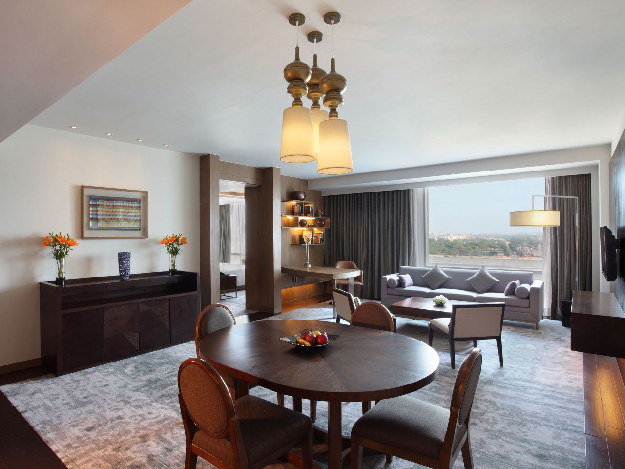 Executive Suite Living Room with Dining Room