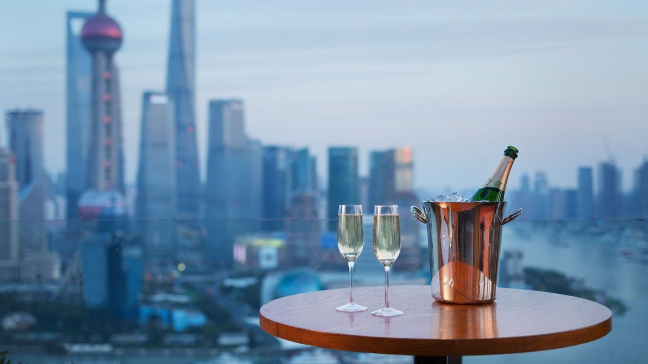 Shang vue bar with view
