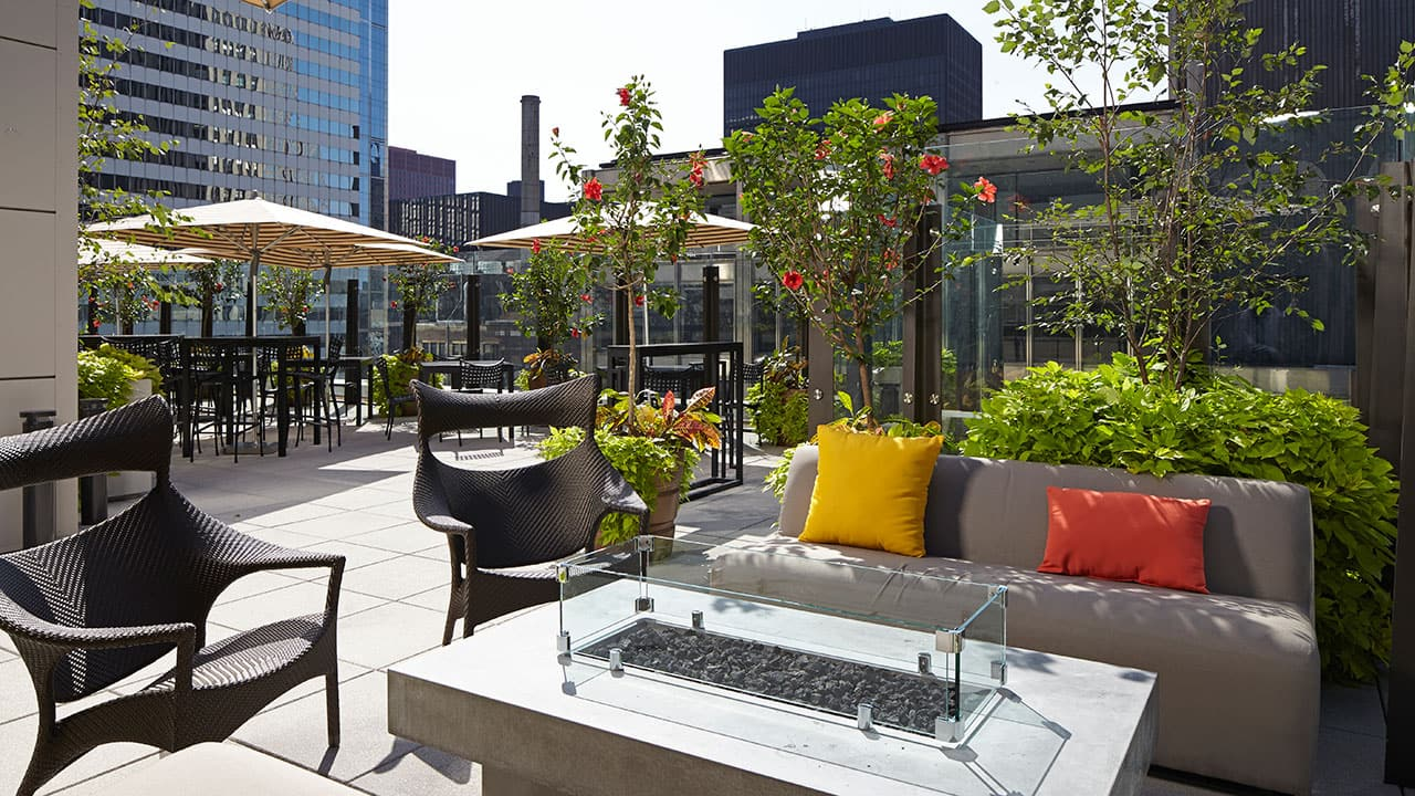 AIRE Rooftop Bar Seating | Hyatt Centric The Loop Chicago