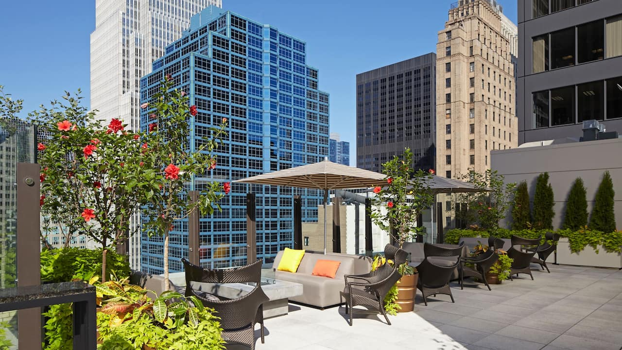 AIRE Chicago Rooftop Bar | Hyatt Centric The Loop Chicago