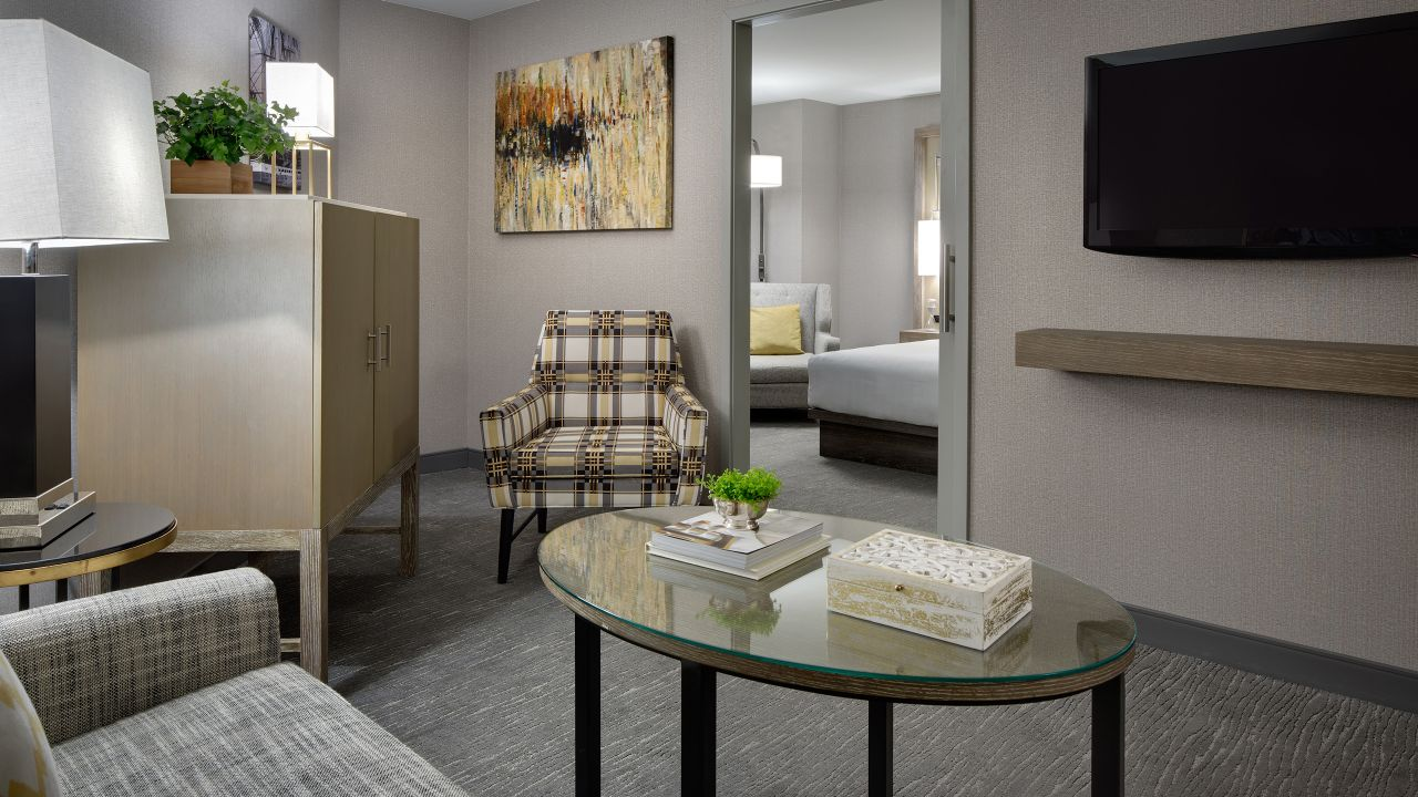 Modern Junior King suite