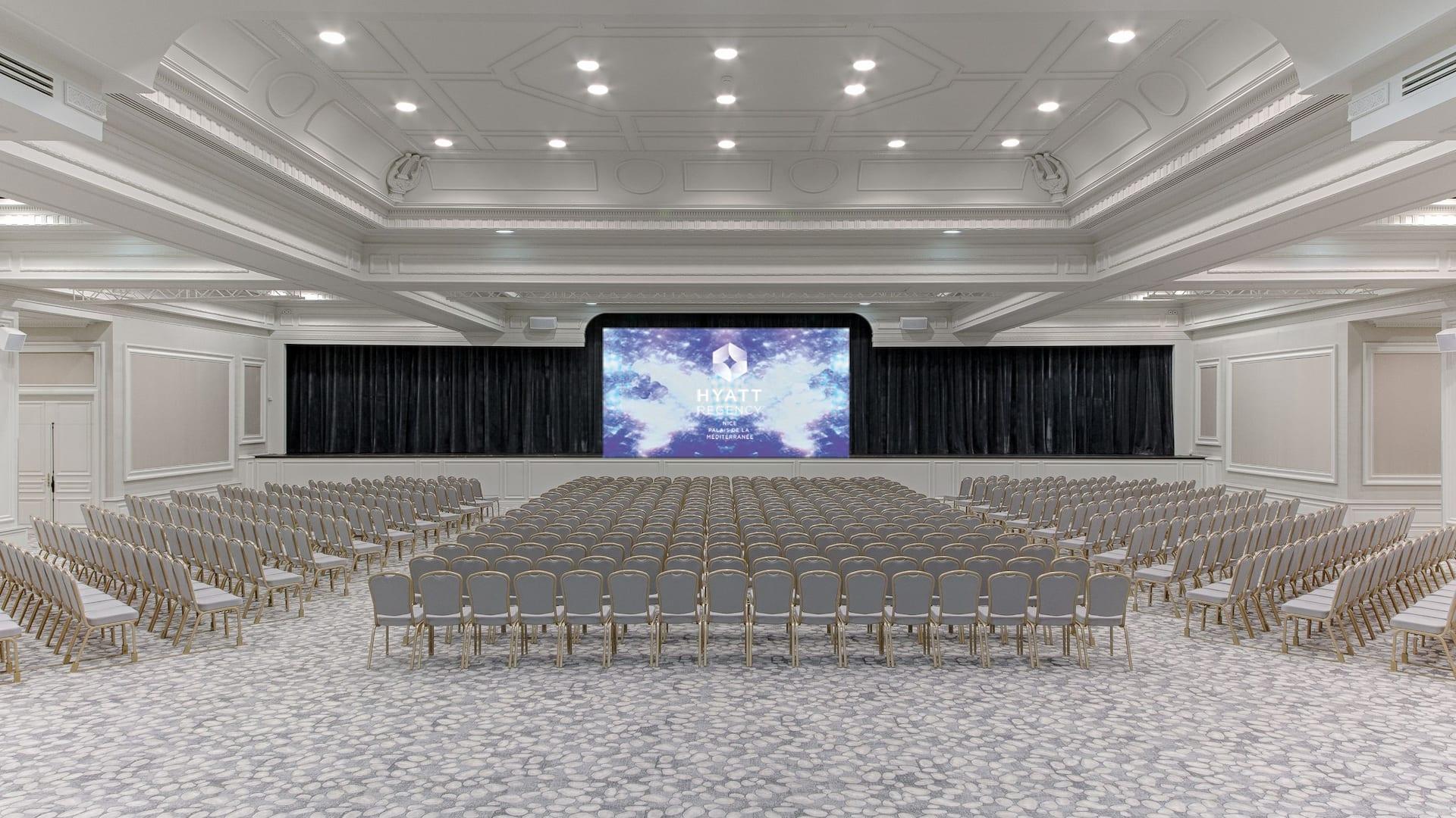 Salon Azur – Mise en place classe - Événements à l'Hôtel Hyatt Regency Nice Palais De La Méditerranée