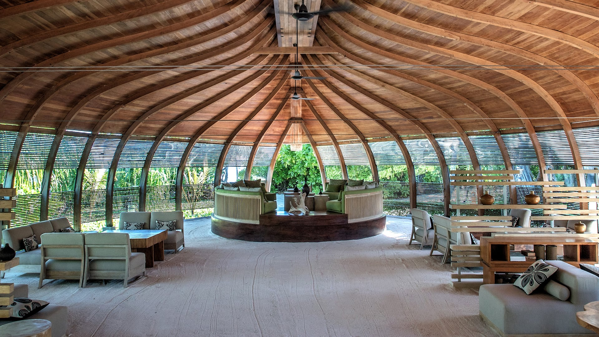 Luxury resort in Maldives Dhoni