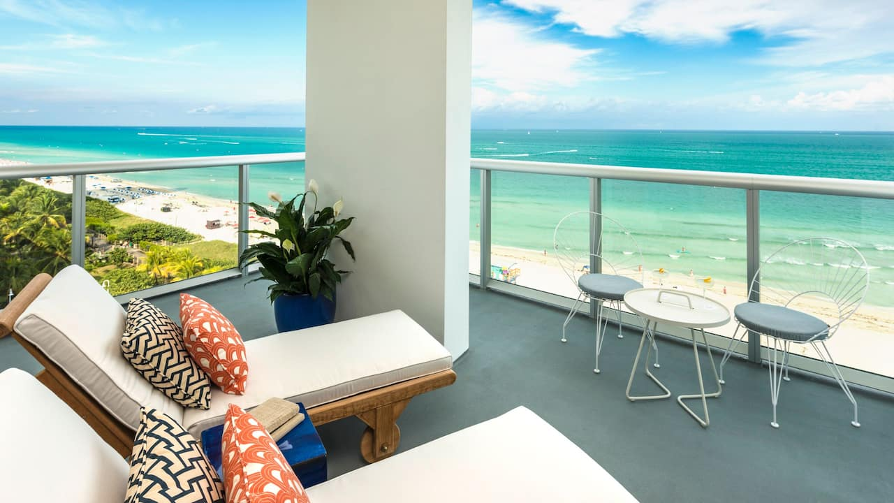 Oceanfront Grand King Room Balcony
