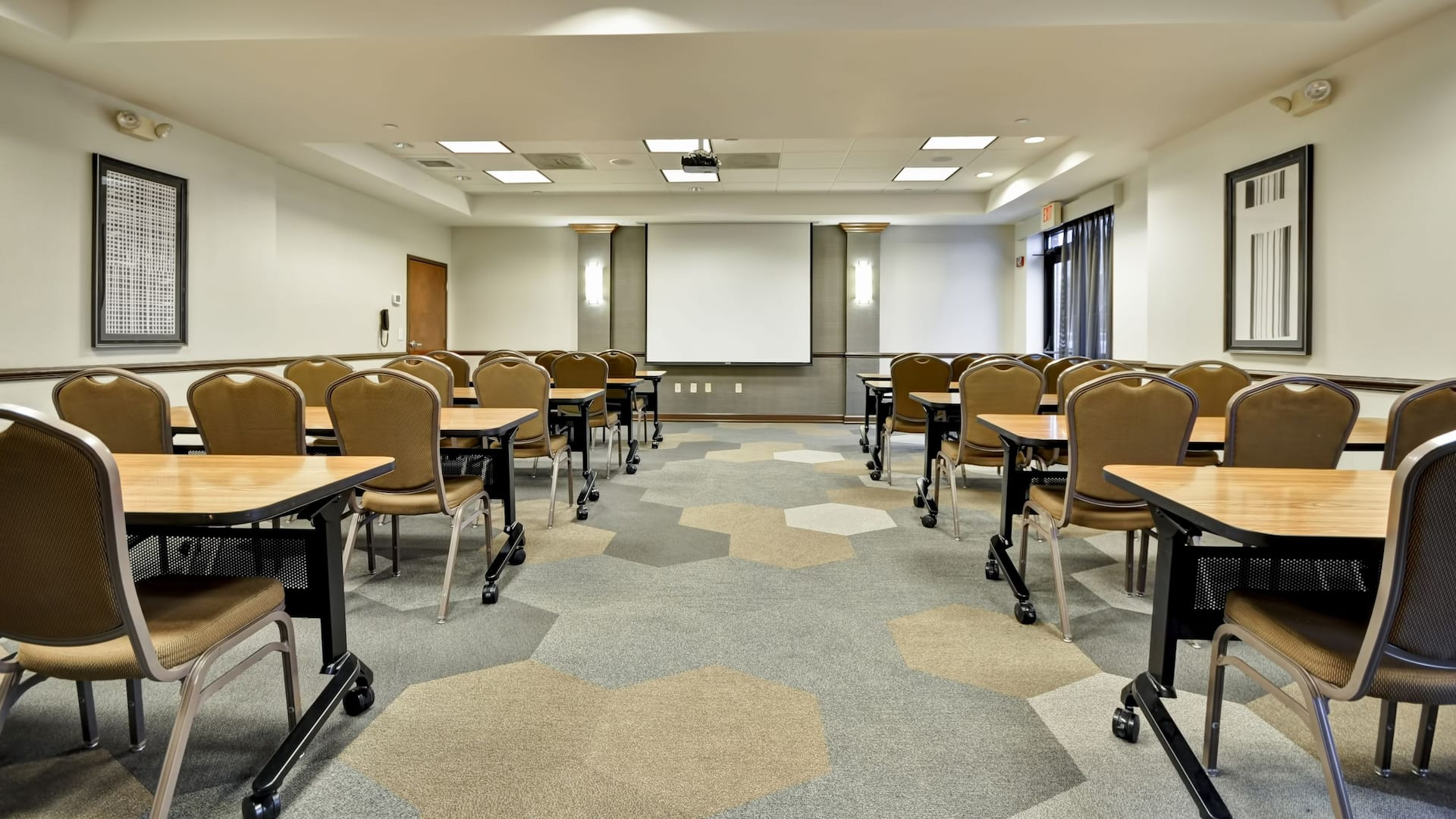 Large meeting room near Fort Snelling