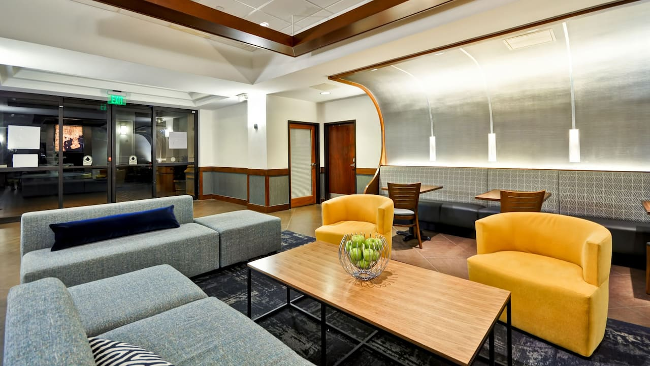 Hyatt Place Tampa Airport/Westshore Lobby Seating