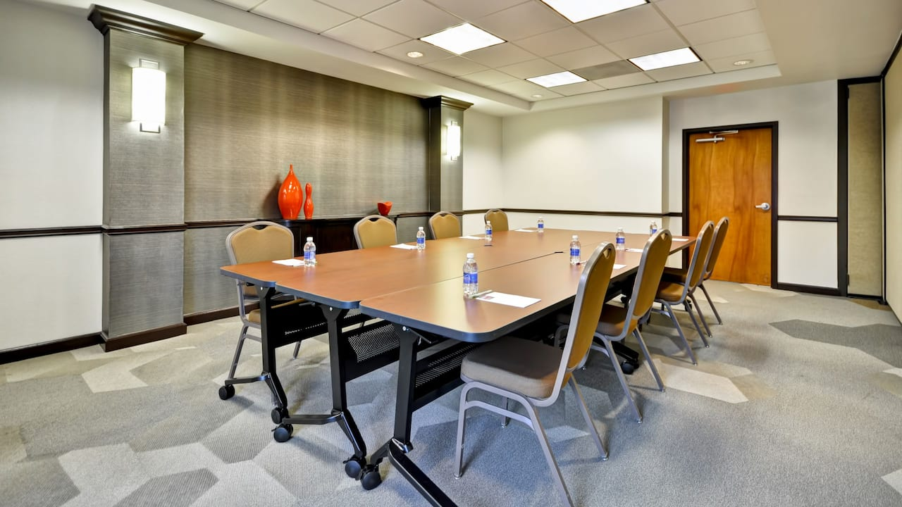 Hyatt Place Tampa Airport/Westshore Meeting room set up