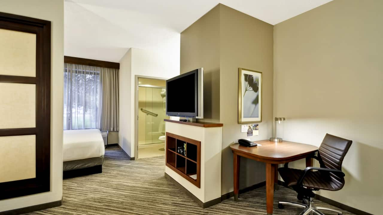 Hyatt Place Tampa Airport/Westshore Living area