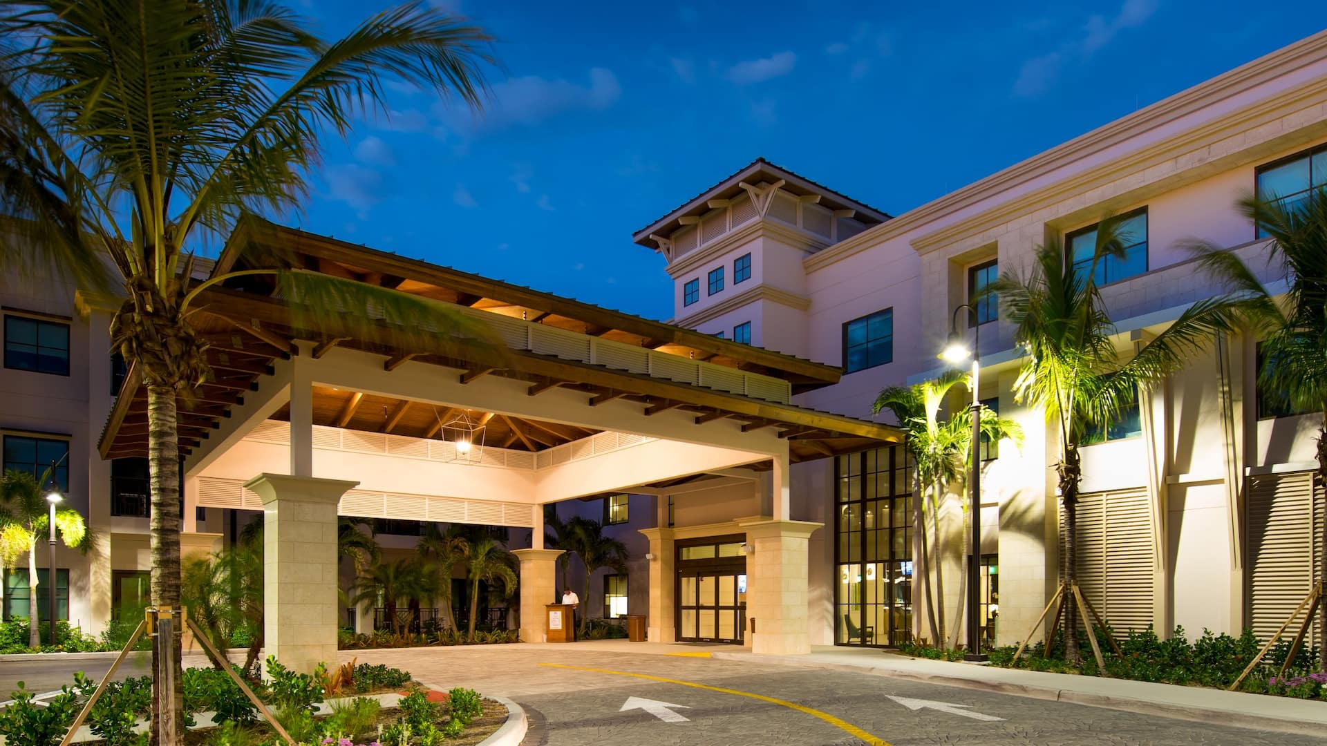 Hyatt House Naples / 5th Avenue Exterior