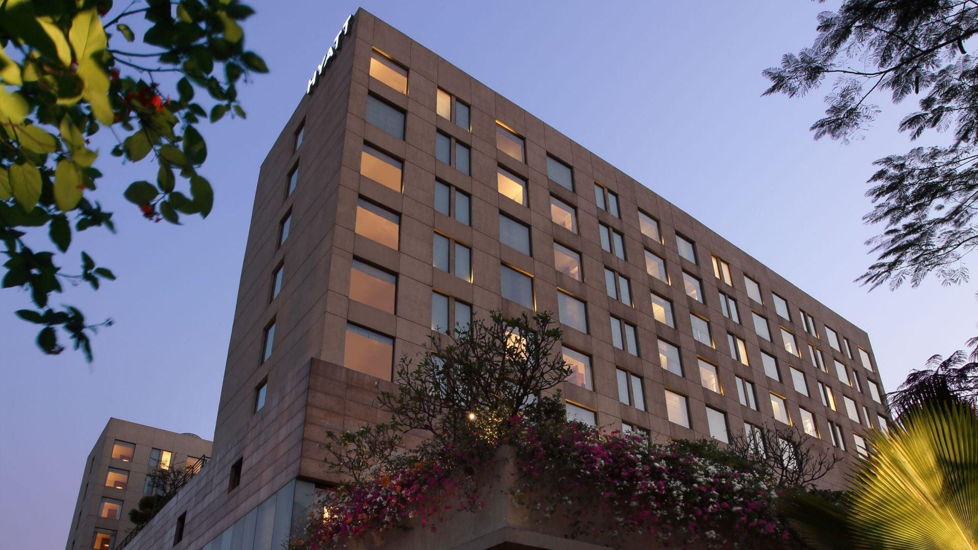 nearest hotel pool aga - HD2560×1440