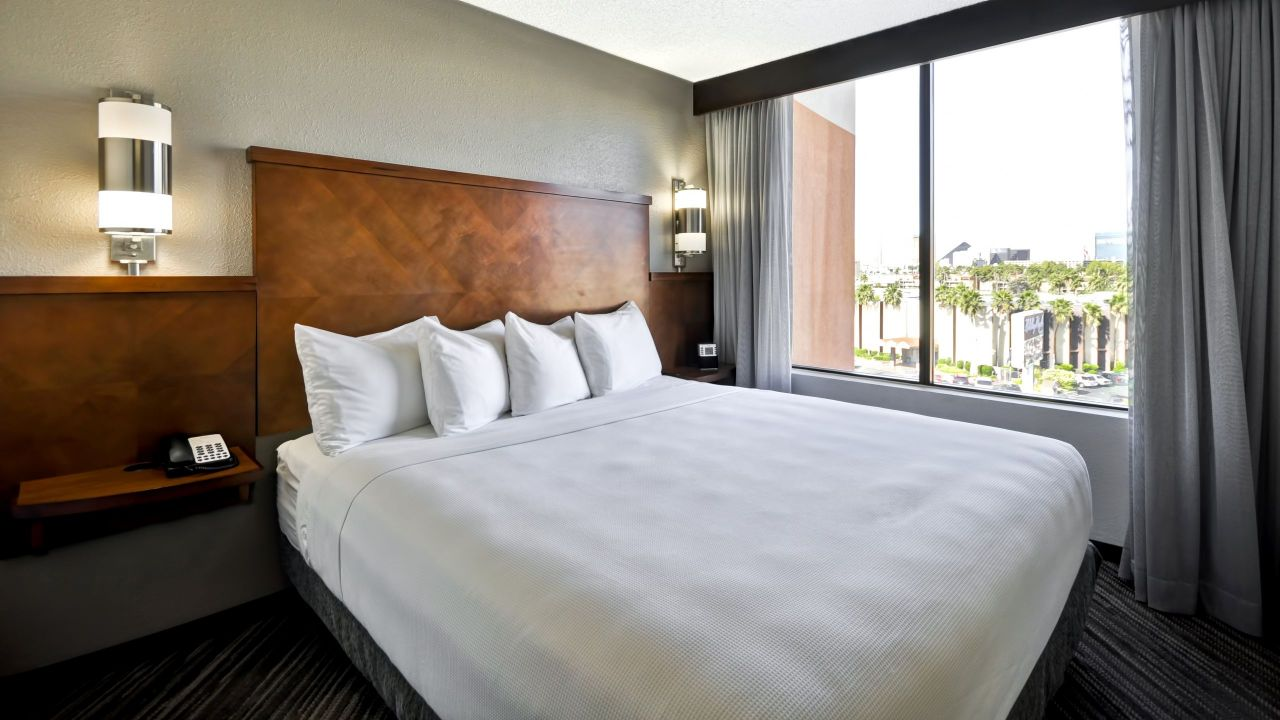 Hyatt Place Las Vegas King Bed