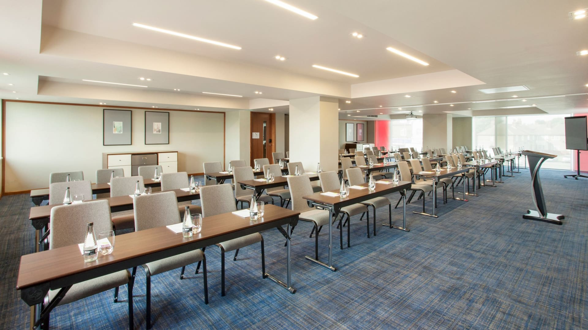 Meeting space classroom layout in Hyatt Place West London/Hayes